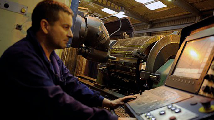 Mecánico-de-maquinaria-naval-y-ferroviaria-trabajo