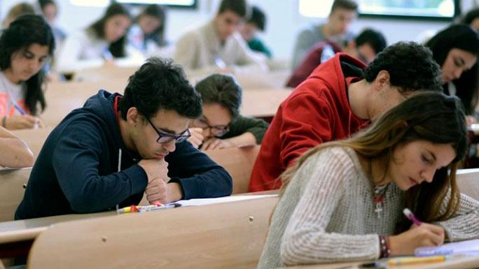 alumnos-estudiantes-españoles-trabajo-españa