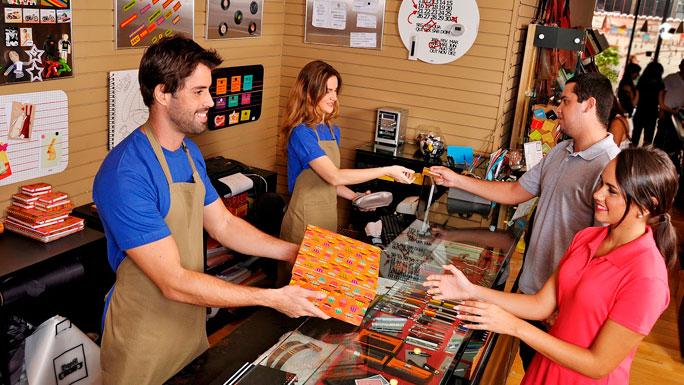 cliente-marca-comprar-compras-tienda