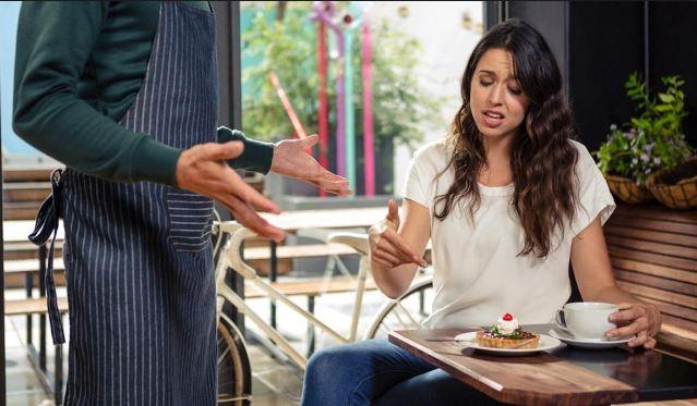 cliente molesto mal servicio restaurant 2