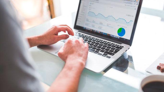 computadora-trabajo-emprendedor-herramienta-digital