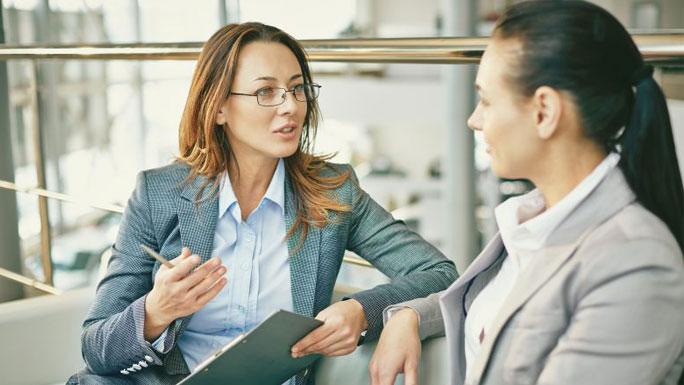 entrevista reunion equipo hablar evaluacion