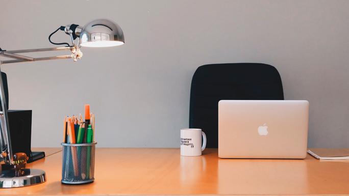 escritorio-limpio-ordenado-trabajo