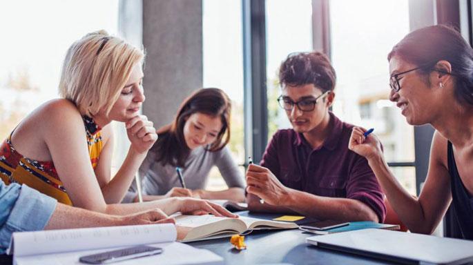 generacion-z-trabajo-reunion-equipo
