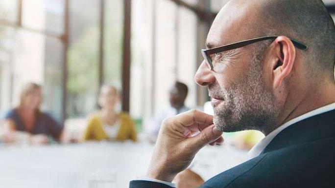 jefe-trabajo-undermanagement piensa pensar