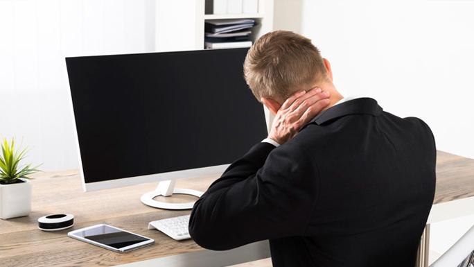 mala-postura-computadora-trabajo
