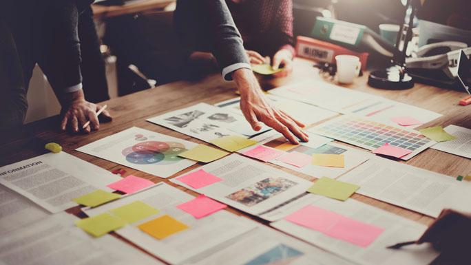 mesa-de-trabajo-organizacion-papeles