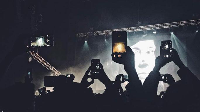 musica-emprendimiento-noche-concierto-gente