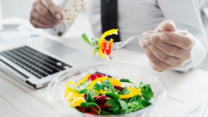 recomendaciones-obesidad1 comer en la oficina comida