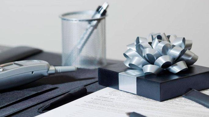 regalos-corporativos-dar-regalos-en-la-oficina
