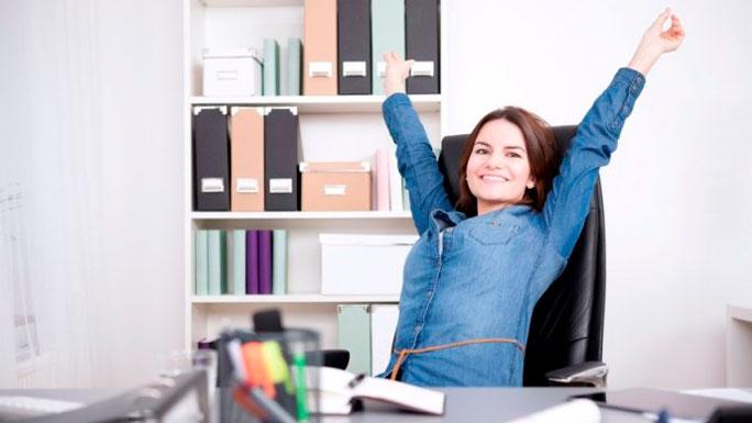 rutina-trabajo-mujer-feliz