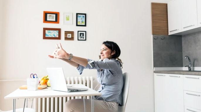trabajo-desde-casa-freelance-dolor-de-espalda-ejercicios